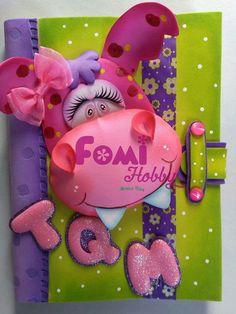 Trabajos en fomix Foam Crafts, Diy And Crafts, Paper Crafts, Jungle Animals, Woodland Animals, Chicken Crafts, Book Activities, Craft Fairs, Boy Or Girl