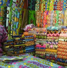 A peek at the fabric markets of Libreville, Gabon from SAQA member Paula Benjaminson--read post Quilting in Exotic Places African Textiles, African Fabric, Ankara Fabric, African Prints, Out Of Africa, West Africa, Country Quilts, Art Africain, Sewing Patterns For Kids