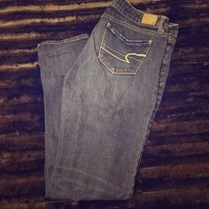AEO STRETCH SKINNY BLUE JEANS Size 8REG! Pre-loved but still in amazing condition!! No stains or rips! American Eagle Outfitters Jeans