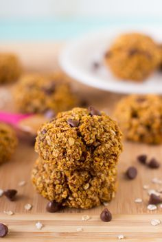 These Pumpkin Chocolate Chip Oatmeal Breakfast Cookies are cookies so healthy they can be eaten as breakfast! They're super tasty, gluten free and vegan! via http://jessicainthekitchen.com
