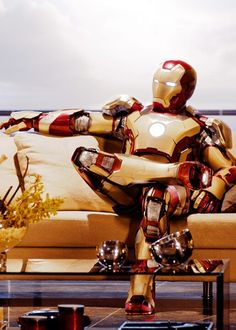 #Ironman3 Tony Stark is just one charming individual,even when he is in the suit (or is he?)