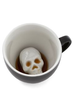 Will's Presentation Skulls Mug. Whether youre presenting a keynote on your brilliant business model or a macabre poetry thesis, remind yourself to be fierce and have fun with this surprise skull mug nestled by your notes! Vintage Kitchen, Retro Vintage, Vintage Style, Cool Mugs, Skull And Bones, Mug Shots, Tea Mugs, Mug Cup, Gothic House