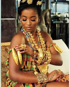 Kente Fabric Designs: See These Kente Styles For Fashionable Ladies - Lab Africa African Attire, African Wear, African Women, African Dress, African Print Fashion, African Fashion Dresses, Ghana Traditional Wedding, Ghana Wedding, Style Africain