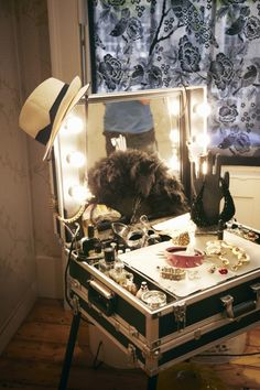 DIY vanity. Looks like i could use a suitcase for this too...Make-up table - Cute as a gift