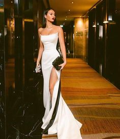 Shop for Sexy Strapless Side Slit Evening Dresses Cheap Online. Try Black White Sleeveless Cheap Formal Party Dress at the best price. Elegant Dresses, Pretty Dresses, Beautiful Dresses, White Prom Dresses, Sexy Formal Dresses, White Mermaid Prom Dress, Formal Gowns, Long Dresses, Black And White Evening Dresses