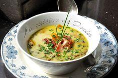 Une soupe réconfortante et bien parfumée... Ingrédients pour 4 personnes 1 échalote 210 gr de lentilles vertes 210 gr de carottes 1 litre de bouillon de légumes 200 ml de crème fraîche légère 4 tranches fines de lard Huile d'olive extra vierge 1/2 cc...