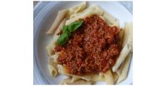 schnelle Hackfleischsoße quick minced meat sauce, a recipe of the main course with meat category. More Thermomix ® recipes www. Crockpot Dessert Recipes, Casserole Recipes, Meat Recipes, A Food, Food And Drink, Winter Soups, Crock Pot Soup, Meat Sauce, Stuffed Peppers
