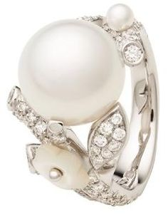 Ok I DON'T want a fancy wedding ring but somehow if i do i want it exactly like this lol i love pearls and this is pretty