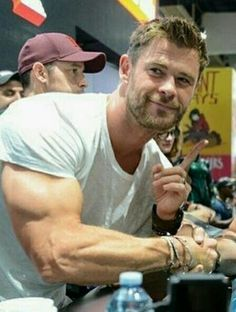 I think his arms are bigger than my head. Liam Hemsworth, Hemsworth Brothers, Age Of Ultron, Dark Kingdom, Die Rächer, Star Trek 2009, Elsa Pataky, Z Cam, Cabin In The Woods
