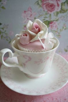 A teacup cupcake ~~ too beautiful to eat! Or drink. :)