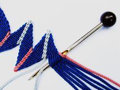 "Képtalálat a következőre: ""ply split braiding tutorial"" Handmade Decorative Items, How To Make Rope, Macrame Design, Micro Macrame, Macrame Knots, Tapestry Crochet, Lace Making, Friendship Bracelet Patterns, Knitted Bags"