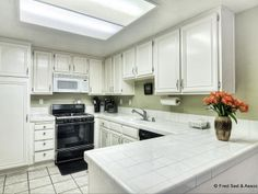 Open Kitchen. Lots of storage space.