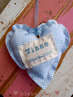 Hartje gerecycled materiaal naam jongetje met geboortedatum. Heart made of recycled material with the name and date of birth of your baby boy. Handmade by ♥ Doekedoek ♥