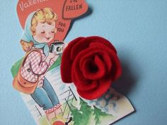 An easy felt roses tutorial - perfect for all kinds of lovely Valentine's Day creations. #felt #roses #flowers #crafts #howto #DIY #instructions #scrapbooking