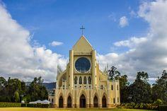 Iglesia Nuestra Señora de Fátima - Tocancipá - Colombia Mansions, House Styles, Home Decor, Colombia, Decoration Home, Manor Houses, Room Decor, Villas, Mansion
