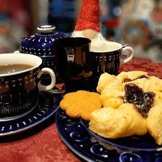 Coffee break with Joulutorttu ☕ Graceful and unique Valencia series with the. Tea Service, Coffee Break, Food Preparation, Valencia, Dinnerware, Treats, Dishes, Tableware, Dinner Ware