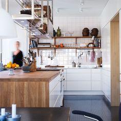 line-vit-malmo. Home Kitchens, Kitchen Design, Kitchen Ideas, Design Inspiration, House Design, Storage, Wood, Table, Furniture