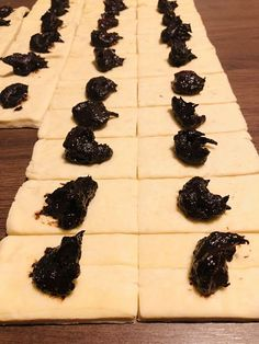 Haioș cu magiun de prune – Schmerkipferl – Hajas kifli, rețetă tradițională ungurească – Chef Nicolaie Tomescu Yummy Food, Delicious Recipes, Chicken Recipes, Food And Drink, Gem, Sweets, Dishes, Cookies, Baking