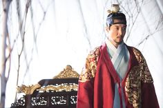 Queen for Seven Days (Hangul: 왕비; 7 Day Queen) is a South Korean television series starring Park Min-young as the titular Queen Dangyeong of Joseon, with Yeon Woo-jin and Lee Dong-gun. It airs on 연산군 이동건 Lee Min Woo, Queen For Seven Days, Yeon Woo Jin, Korean Entertainment News, Tragic Love Stories, King Outfit, Choi Jin, Movie Of The Week, Park Min Young