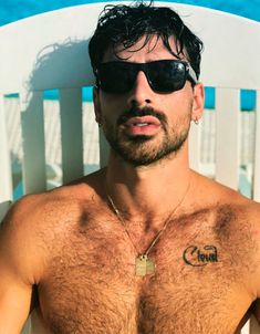 Hairy Men, Bearded Men, Pretty Boys, Cute Boys, Hottest Guy Ever, Just Beautiful Men, 365days, Italian Men, Hairy Chest