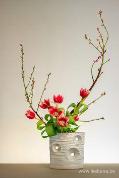 Sogetsu with Tulips in a white vase - ikebana Artist - Ilse Beunen