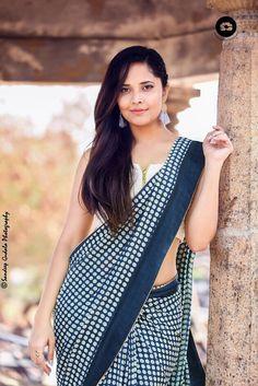 Anasuya Bharadwaj Latest Saree Stills - Actress Doodles Beautiful Girl Indian, Most Beautiful Indian Actress, Beautiful Saree, Beautiful Actresses, Beauty Full Girl, Beauty Women, Saree Backless, Bollywood Bikini, Saree Photoshoot