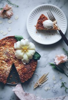 Toscakaka – Swedish almond caramel cake