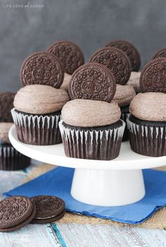 These Oreo Chocolate Cupcakes are super moist and delicious! I'm a big Oreo fan and these cupcakes bake that love right into cupcake perfection. Moist chocolate cupcakes with Oreo-filled frosting! Snickers Cupcakes, Oreo Cupcakes, Baking Cupcakes, Chocolate Cupcakes, Cupcake Cakes, Filled Cupcakes, Chocolate Chocolate, Bundt Cakes, Reese's Peanut Butter Cheesecake