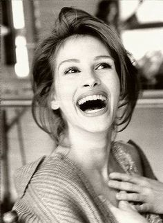 julia roberts= one of the best actresses in Hollywood Pretty People, Beautiful People, Most Beautiful, Beautiful Smile, Naturally Beautiful, Perfect Smile, Beautiful Celebrities, Absolutely Stunning, Beautiful Women