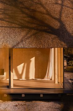 Henrik Becker - House on the Baltic Sea, Timmendorfer Strand Via, photos © Lisa Winter. Timber House, Wooden House, Facade Architecture, Contemporary Architecture, Bungalows, Zen Space, Minimal Home, Window View, Architectural Features