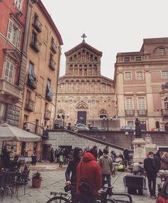 """""""Scene di vita quotidiana in piazza Carlo Alberto * #loves_cagliari#thehub_cagliari#cagliari_illife…"""" Bella, Louvre, Street View, Building, Holiday, Travel, Instagram, Italia, Vacations"""
