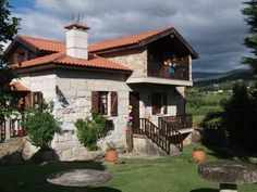Casa das Cam�lias Mon��o Set amidst hills and lush vegetation, Casa das Cam?lias is located 12 km from the villages of Mon??o and Melga?o. It offers individually decorated rooms with free Wi-Fi access, and free bike rental.
