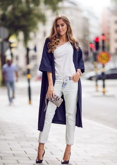 fall outfit: navy blue kimono style coat, light wash distressed jeans, white t-shirt and heels