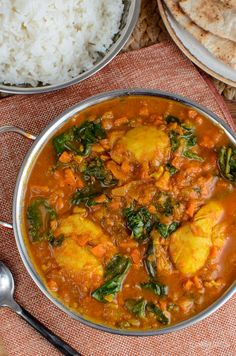 Serve this delicious Chicken and Spinach Curry for dinner tonight. The whole family will enjoy this. Gluten Free, Dairy Free, Paleo, Slimming World and Weight Watchers friendly Slimming World Recipes Syn Free, Slimming World Diet, Slimming Eats, Healthy Recepies, Healthy Meals, Healthy Food, Healthy Eating, Yummy Food, Spinach Curry