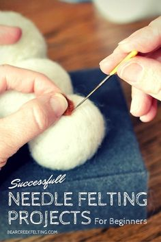 Successful Needle Felting Projects for Beginners - Bear Creek Felting Are you looking for needle felting tutorials and ideas for beginners? Find great ideas on how to make needle felted animals and other simple needle felting projects in this article. Wool Needle Felting, Needle Felting Tutorials, Needle Felted Animals, Wet Felting, Sewing Projects For Beginners, Knitting For Beginners, Beginner Felting, Felt Toys, Felt Art
