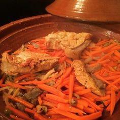 Il existe de nombreux tajines notamment des tajines de poulet comme cette recette de tajine de poulet aux artichauts et carottes