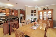 kitchen / dining room...  crown molding