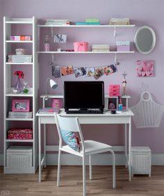 Um mesmo escritório com computador e móveis ganha quatro roupagens de diferentes estilos: descolado, romântico, elegante ou divertido.