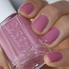 Pink nails, we these Essie nails! Manicure And Pedicure, Gel Nails, Mani Pedi, Essie Pink Nail Polish, Nail Polishes, Essie Nail Colors, Pedicures, Toe Nail Polish, Cute Nail Colors