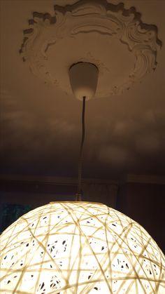 DIY// Wie du eine Faden-Lampe perfekt rund hinbekommst Euro, Ceiling Lights, Drink, Home Decor, Food, Diy Gifts, Crafts, Child Room, Living Room
