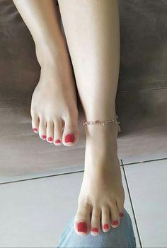 Pretty Toe Nails, Pretty Toes, Beautiful High Heels, Beautiful Toes, Nice Toes, Foot Pics, Feet Nails, Foot Toe, Sexy Legs And Heels