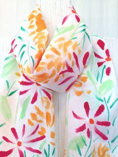 Hand Painted Silk Scarf in Red and Orange por SilkScarvesTakuyo