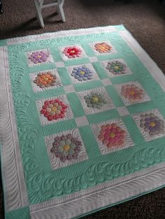 Sew Kind Of Wonderful: Annette's Hexagon Quilt - Inspiration! Machine Quilting Designs, Quilting Projects, Quilting Ideas, Longarm Quilting, Free Motion Quilting, Hexagon Quilting, Paper Piecing, Sew Kind Of Wonderful, Quilt Stitching