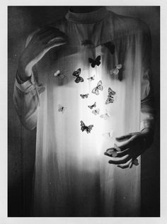 Armed with visual narratives that are both mysterious and graceful, Laura Makabresku appeals to our innermost emotions through her beautiful photography. Black And White Photo Wall, Black White, Black And White Aesthetic, Narrative Photography, Conceptual Photography, Dark Photography, Mysterious Photography, Laura Makabresku, Death Aesthetic