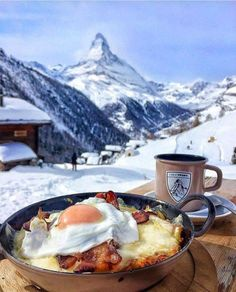 Tag someone you'd like to have this winter breakfast with 👇😍 Zermatt, Switzerland. Photo by Zermatt, Places To Travel, Travel Destinations, Places To Go, Dream Vacations, Vacation Trips, Vacation Travel, Comida Picnic, Das Hotel