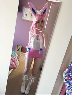 So, if you are going to a cosplay and it is your first time to attend one, how do you figure out what costume you are going to wear. Staggering Deciding What Costume to Wear to a Cosplay Ideas. Easy Cosplay, Casual Cosplay, Cute Cosplay, Amazing Cosplay, Cosplay Outfits, Halloween Cosplay, Cosplay Girls, Cosplay Costumes, Simple Cosplay