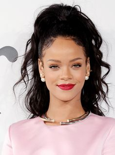 love this look....she can wear aaaaanything and #KILLIT xoxo - popculturez.com #Rihanna #Rihannanavy   83      34