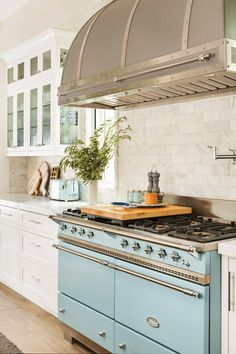 Blending Styles to Design a Modern Farmhouse Kitchen - Cottage style decorating, renovating and entertaining Ideas for indoors and out Condo Kitchen, Cottage Kitchens, Kitchen Nook, Modern Farmhouse Kitchens, Kitchen Flooring, Home Kitchens, Kitchen Remodel, Modern French Kitchen, 1920s Kitchen