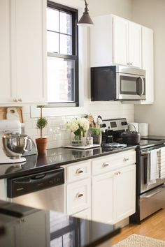 The Everygirl Co-founder Danielle Moss' Chicago Apartment Tour #theeverygirl || neutral kitchen