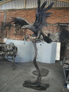 I love metal sculptures. This amazing eagle would look so awesome in my backyard. The work and the attention to detail is amazing.